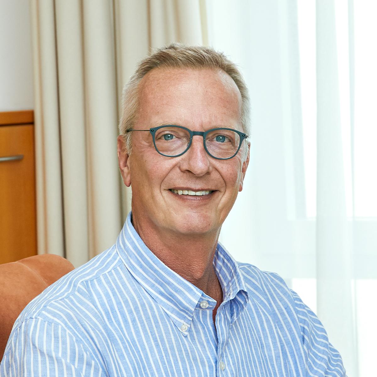 Dr. Stefan Greven